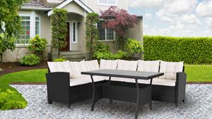 Gartenloungemöbel auf einer großen Terrasse